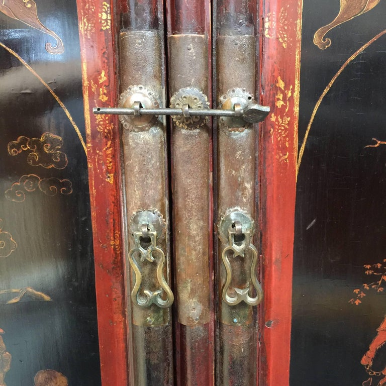 Early 20th Century Chinese Cabinet For Sale 2