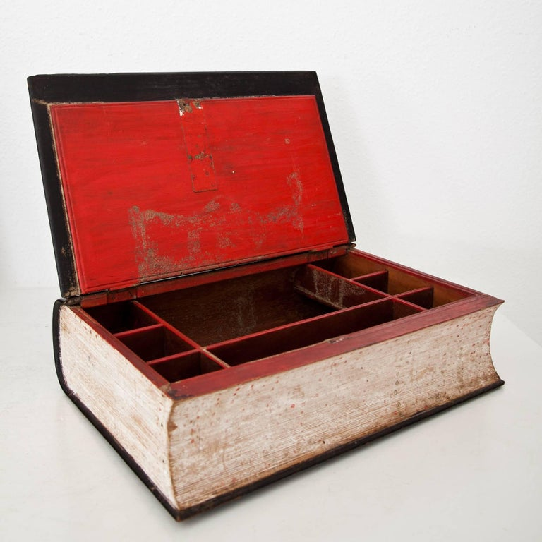 Book-Shaped Jewelry Case, Prob. France, 19th Century In Good Condition For Sale In Greding, DE