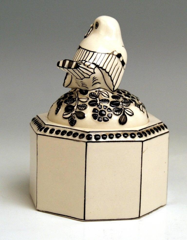 Art Nouveau Box Sparrow on Lid Michael Powolny Gmunden Ceramics Model 64, 1913-1919