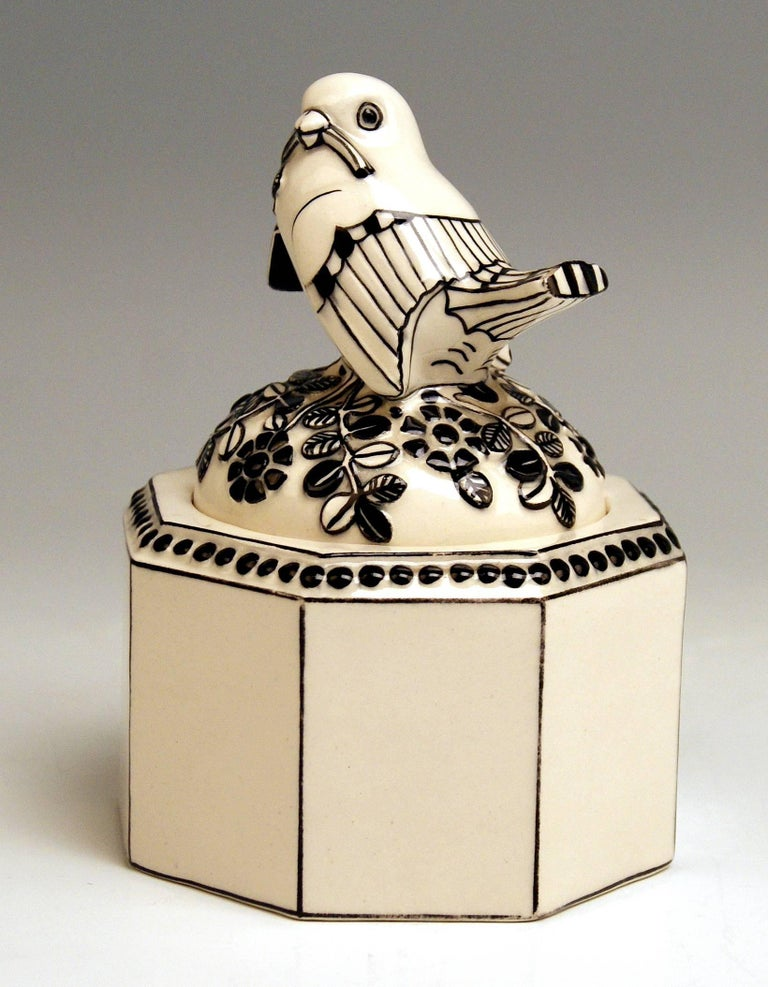 Austrian Box Sparrow on Lid Michael Powolny Gmunden Ceramics Model 64, 1913-1919