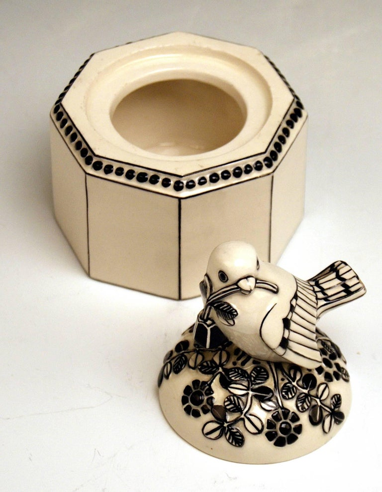 Box Sparrow on Lid Michael Powolny Gmunden Ceramics Model 64, 1913-1919 In Excellent Condition In Vienna, AT
