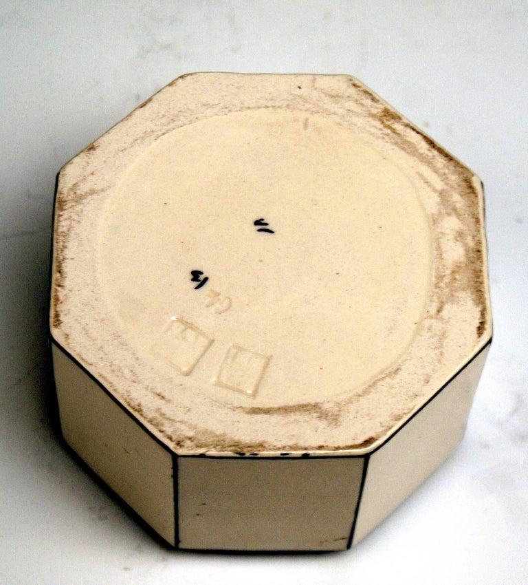 Early 20th Century Box Sparrow on Lid Michael Powolny Gmunden Ceramics Model 64, 1913-1919