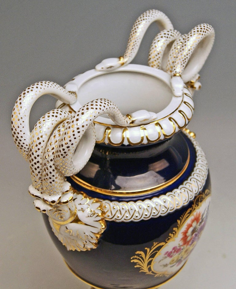 Meissen Snake Handles Vase Painted Designed by Leuteritz, circa 1924-1934 In Excellent Condition For Sale In Vienna, AT