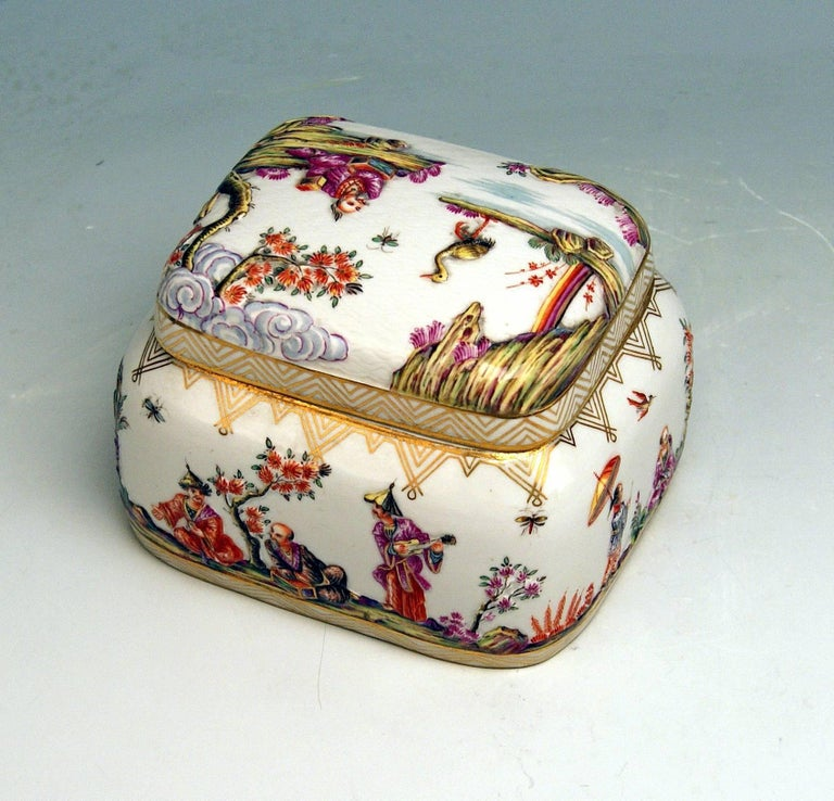 Meissen Painted Lidded Box Relief Decoration Chinoiseries Made circa 1850 5