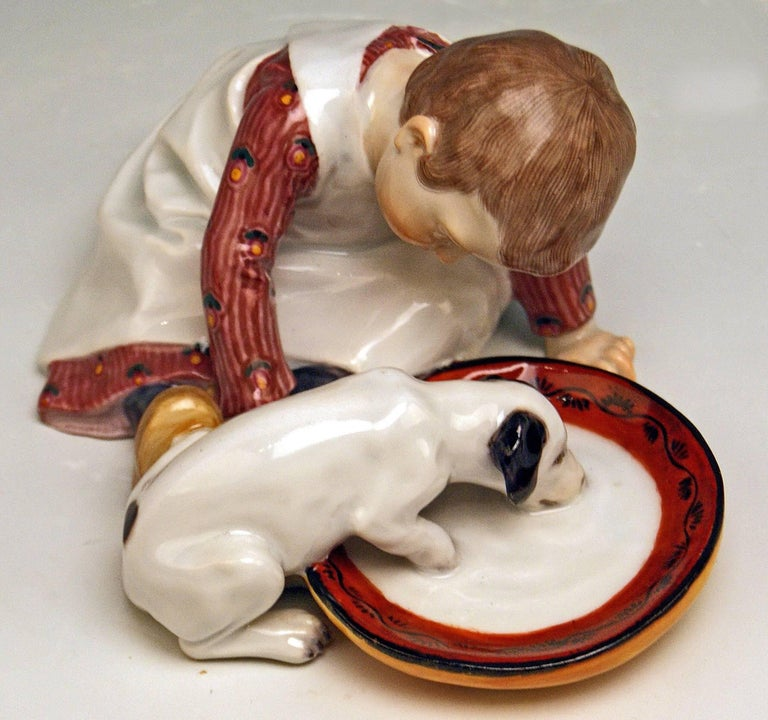 Meissen Hentschel Child Boy Figurine with Drinking Dog Model W 123, circa 1905 In Excellent Condition For Sale In Vienna, AT