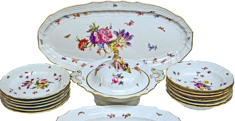We invite you here to look at a SPLENDID Meissen Dinner Set for six persons consisting of 15 pieces: White porcelain, multicolored painted with nicest flower pattern, golden painted edges existing. Decoration type and form: