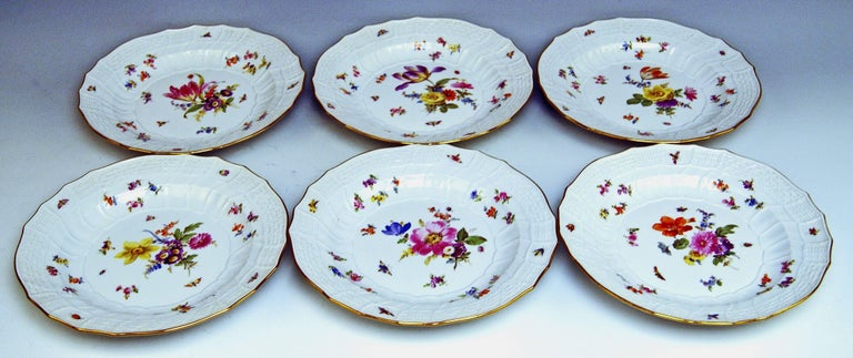 Meissen Dinner Set Neubrandenstein Six Persons Kaendler Eberlein Made circa 1850 For Sale 2