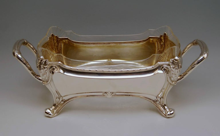 Stunning centrepiece / Fruit bowl Art Nouveau, made circa 1900.