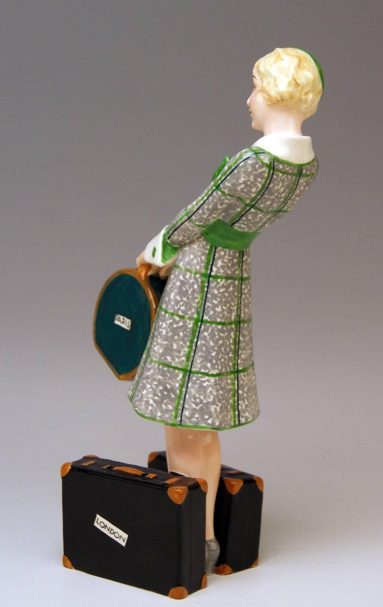 Painted Goldscheider Vienna Figurine Lady Traveller Model 7064 Josef Lorenzl For Sale