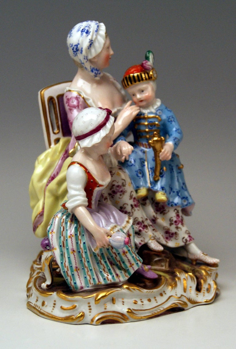 Meissen most remarkable figurine group: mother with two children