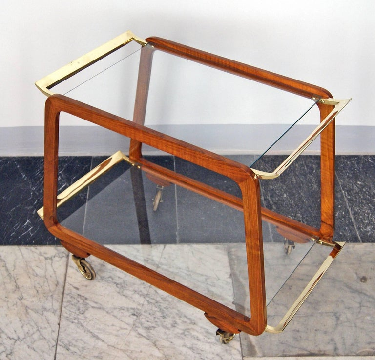 Vienna Art Deco Serving Trolley Bar Cart Nut Wood Glass Shelves Made circa 1930 In Excellent Condition For Sale In Vienna, AT