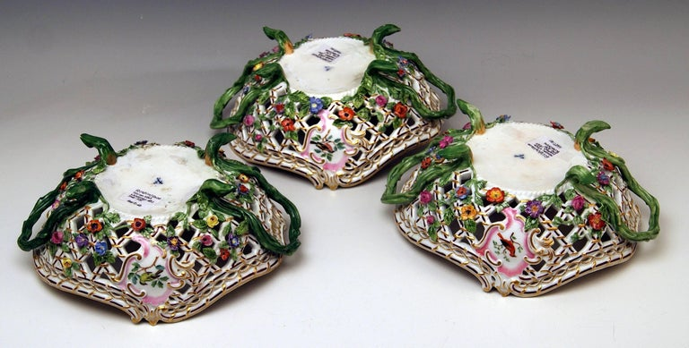 19th Century Meissen Set of Three Oval Reticulated Basket Bowls with Flowers, circa 1850 For Sale