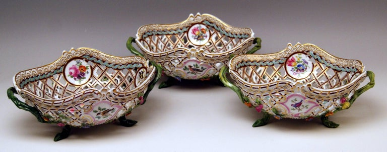 Meissen Set of Three Oval Reticulated Basket Bowls with Flowers, circa 1850 In Excellent Condition For Sale In Vienna, AT