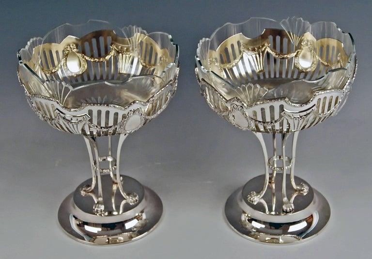 Austrian Silver Vienna Pair of Fruitbowls Centrepieces Art Nouveau by Ferdinand Vogl 1914 For Sale