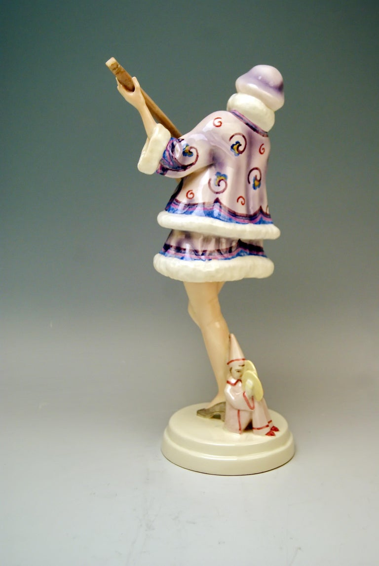 Austrian Goldscheider Vienna Lady Banjo Player Zerline Balten Dakon Model 5659 circa 1930 For Sale