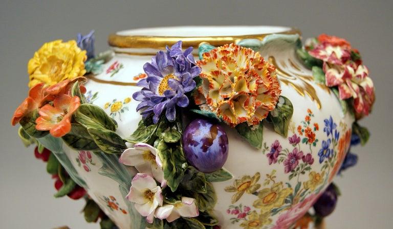 Meissen Two Potpourri Vases 2707 Painted Pictures Cherubs Flowers Kaendler 1870 For Sale 3