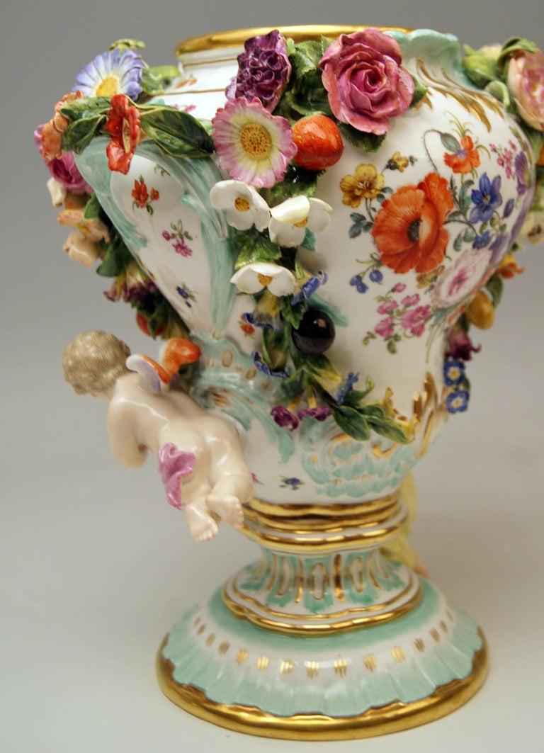 Meissen Two Potpourri Vases 2707 Painted Pictures Cherubs Flowers Kaendler 1870 For Sale 5