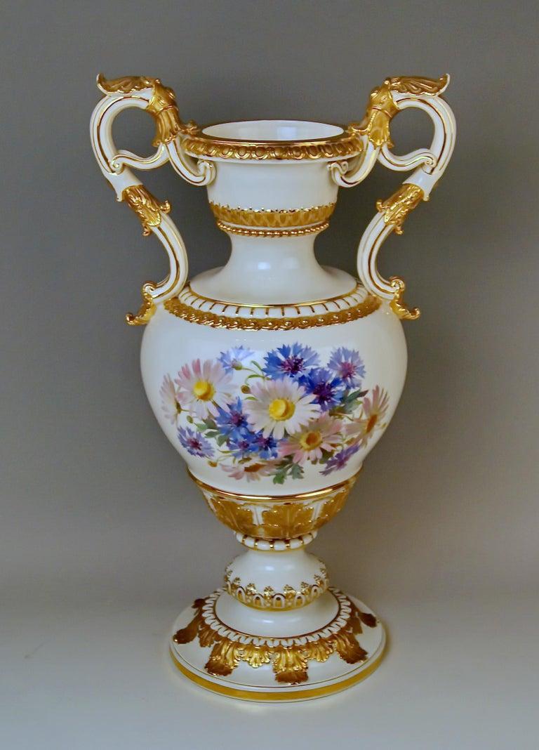 Meissen Amphora Vase Flowers D 153 by Leuteritz, circa 1870 In Excellent Condition For Sale In Vienna, AT