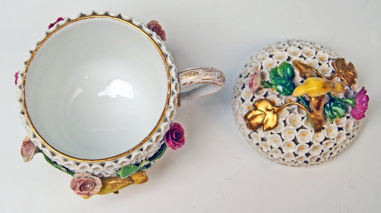 Mid-19th Century Meissen Lidded Cup with Snowball Pattern and Handle Made circa 1850 For Sale