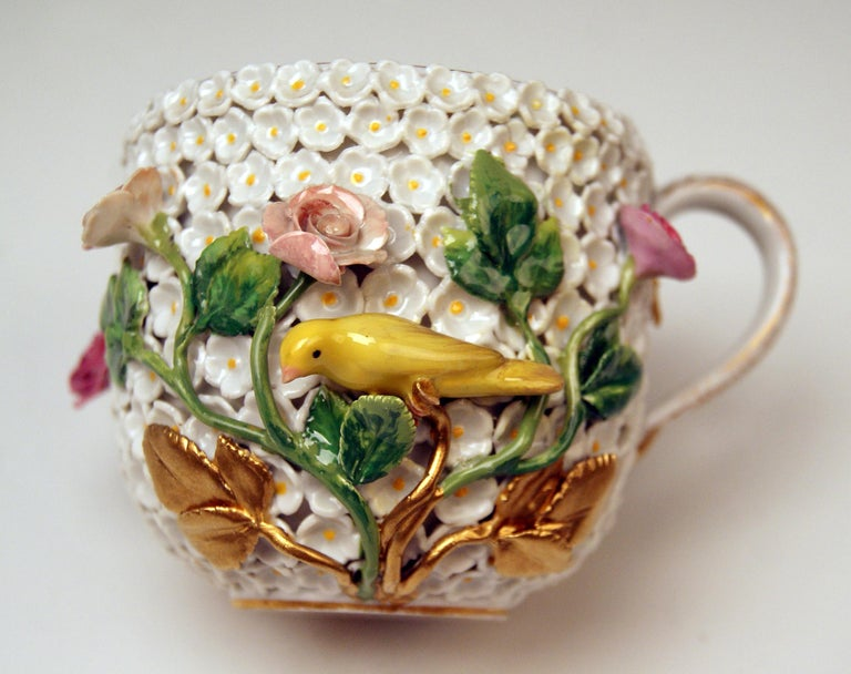 Porcelain Meissen Lidded Cup with Snowball Pattern and Handle Made circa 1850 For Sale