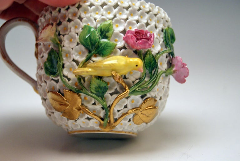 Meissen Lidded Cup with Snowball Pattern and Handle Made circa 1850 For Sale 1