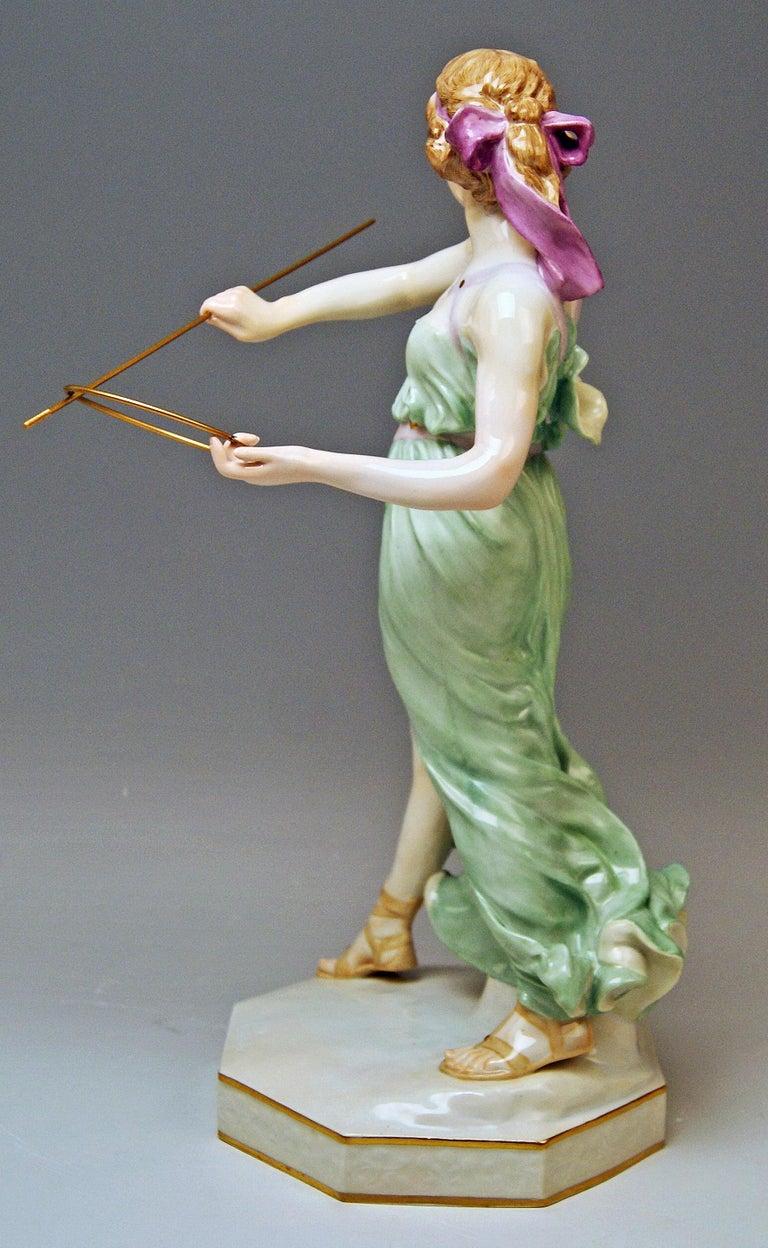 German Meissen Figurine Girl Throwing Hoop Reifenspielerin A 235 by R. Boeltzig For Sale