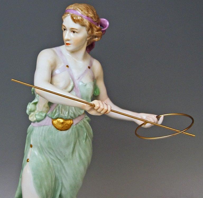Meissen Figurine Girl Throwing Hoop Reifenspielerin A 235 by R. Boeltzig For Sale 1