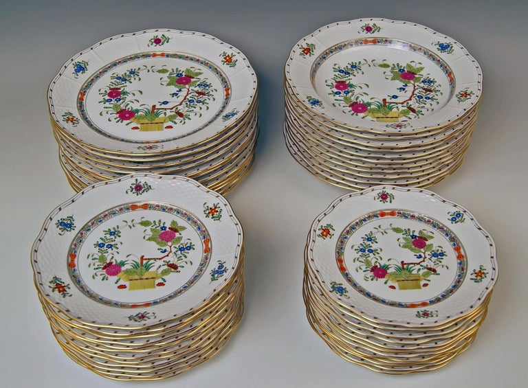 Herend Dinner Set for Twelve Persons Decor Fleurs des Indes Multicolored In Excellent Condition For Sale In Vienna, AT