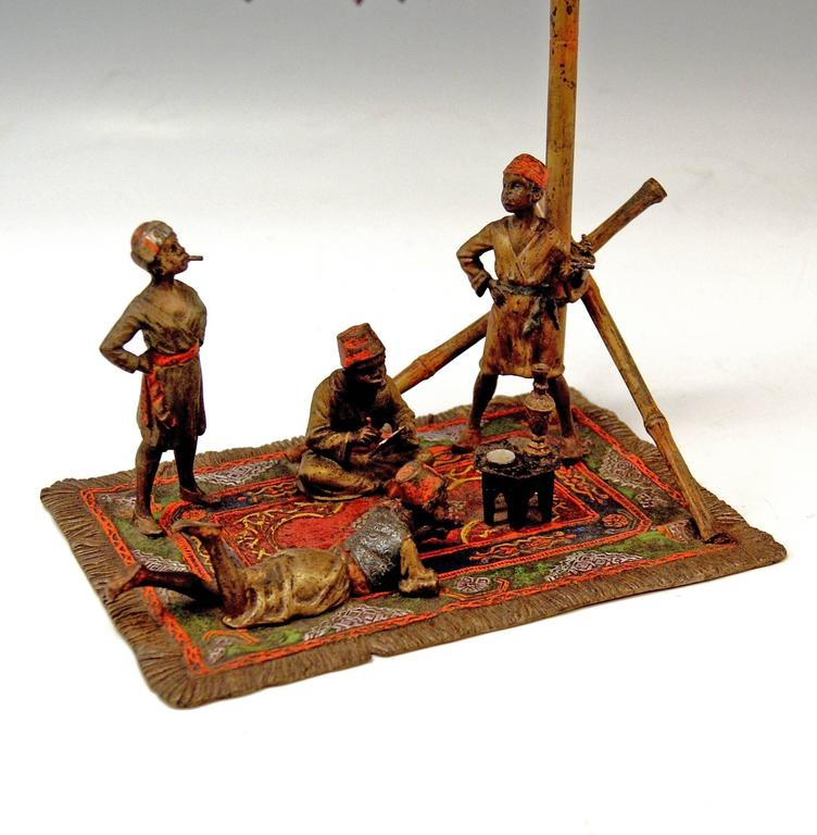 Vienna Bronze Vintage Four Arab Men on Carpet by Franz Bergmann, circa 1905-1910 In Good Condition For Sale In Vienna, AT