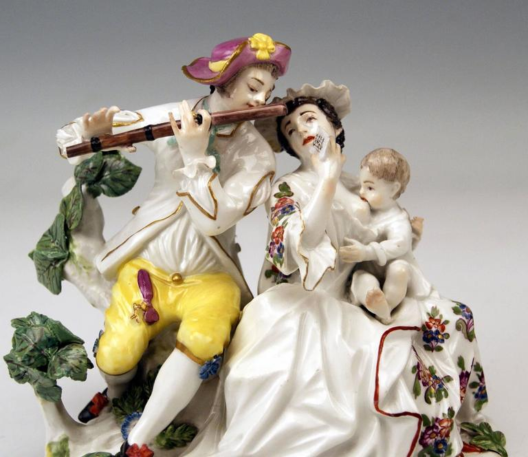 Meissen Rarest Figurines Musical Family with Baby Suckling by Eberlein ca: 1750 In Excellent Condition For Sale In Vienna, AT