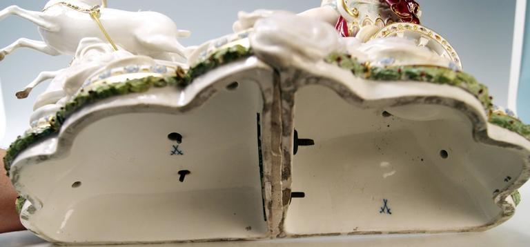 Porcelain Meissen Luna in Chariot on Clouds by Kaendler for Czarina Katharina, circa 1870 For Sale