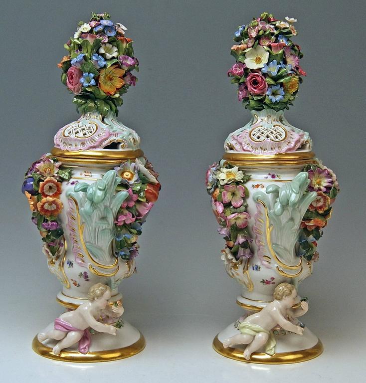 German Meissen Pair of Kaendler Potpourri Lidded Vases Decorations, circa 1850 For Sale