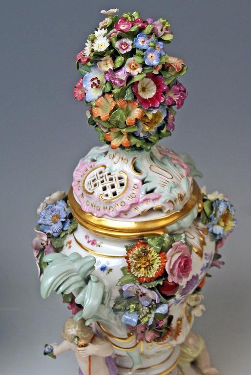 19th Century Meissen Pair of Kaendler Potpourri Lidded Vases Decorations, circa 1850 For Sale