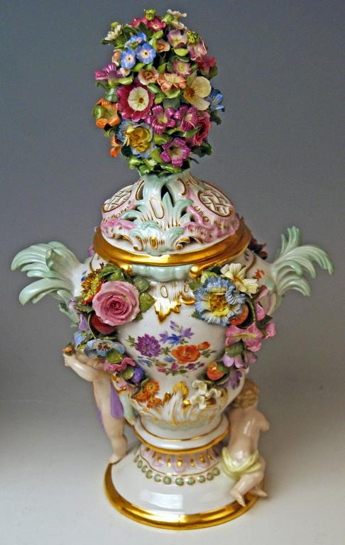Meissen Pair of Kaendler Potpourri Lidded Vases Decorations, circa 1850 For Sale 1