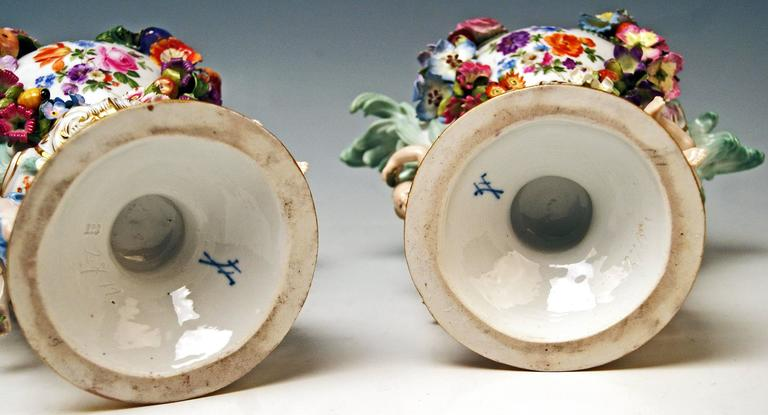 Meissen Pair of Kaendler Potpourri Lidded Vases Decorations, circa 1850 For Sale 2