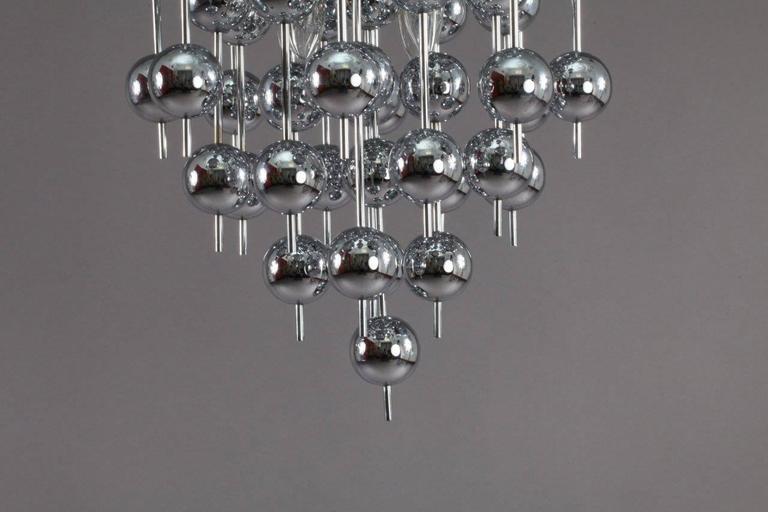 Charming Verner Panton Metallic Ball Chandelier In Excellent Condition For Sale In Vienna, Vienna