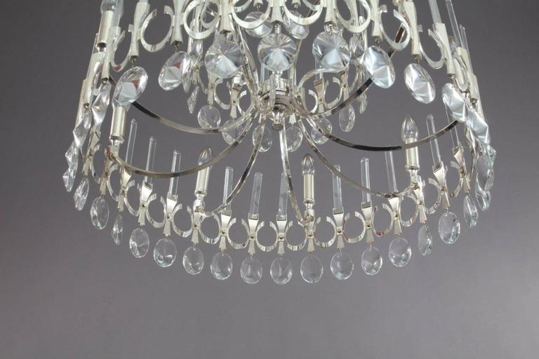 Gaetano Sciolari, Italy 1960. Very big Sixteen-light round chandelier with crystal pendants and fixed crystal rods on three levels. Wiring has been checked and confirmed to be sound, newly cleaned.