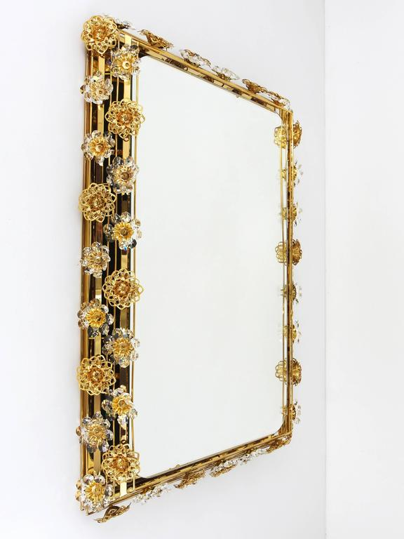 Big Palwa Illuminated Flower Wall Mirror, Gilt Brass and Crystals, Germany, 1970 In Good Condition For Sale In Vienna, AT