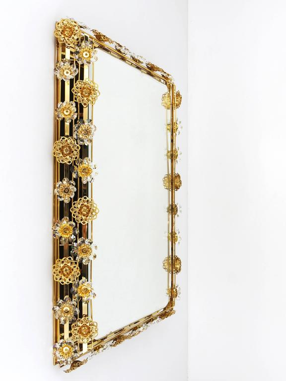 20th Century Big Palwa Illuminated Flower Wall Mirror, Gilt Brass and Crystals, Germany, 1970 For Sale