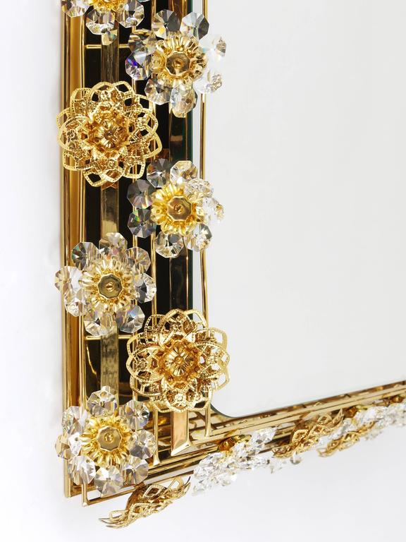 Big Palwa Illuminated Flower Wall Mirror, Gilt Brass and Crystals, Germany, 1970 For Sale 2