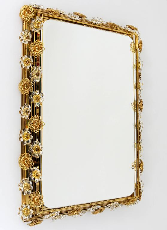 Big Palwa Illuminated Flower Wall Mirror, Gilt Brass and Crystals, Germany, 1970 For Sale 3