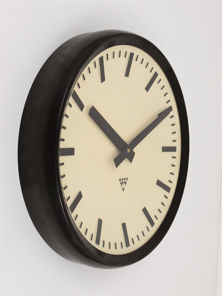 A very big loft or Industrial wall clock from the 1940s. Very straight and beautiful design, with a domed clocks face, the housing is made of dark brown / black bakelite. Measures: 19 inch diameter. Powered by a quartz movement, so it is working