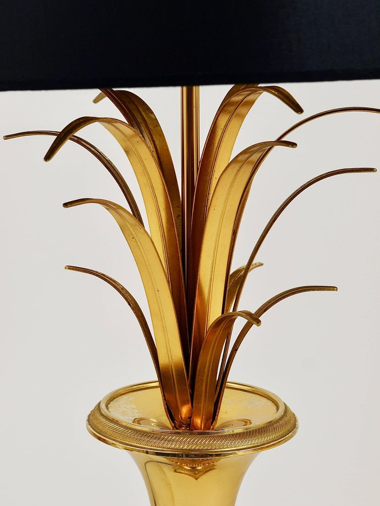 20th Century Hollywood Regency Gilt Brass and Glass Pineapple Leaf Table Lamp, France, 1970s For Sale