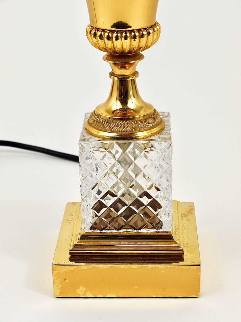 French Hollywood Regency Gilt Brass and Glass Pineapple Leaf Table Lamp, France, 1970s For Sale