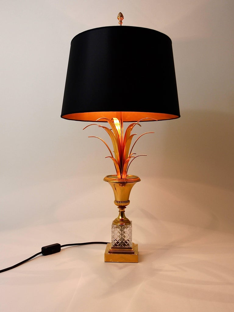 Hollywood Regency Gilt Brass and Glass Pineapple Leaf Table Lamp, France, 1970s In Excellent Condition For Sale In Vienna, AT