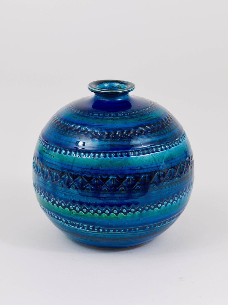 Italian Mid-Century Bitossi Rimini Blue Pottery Ball Vase by Aldo Londi, Italy, 1960s For Sale