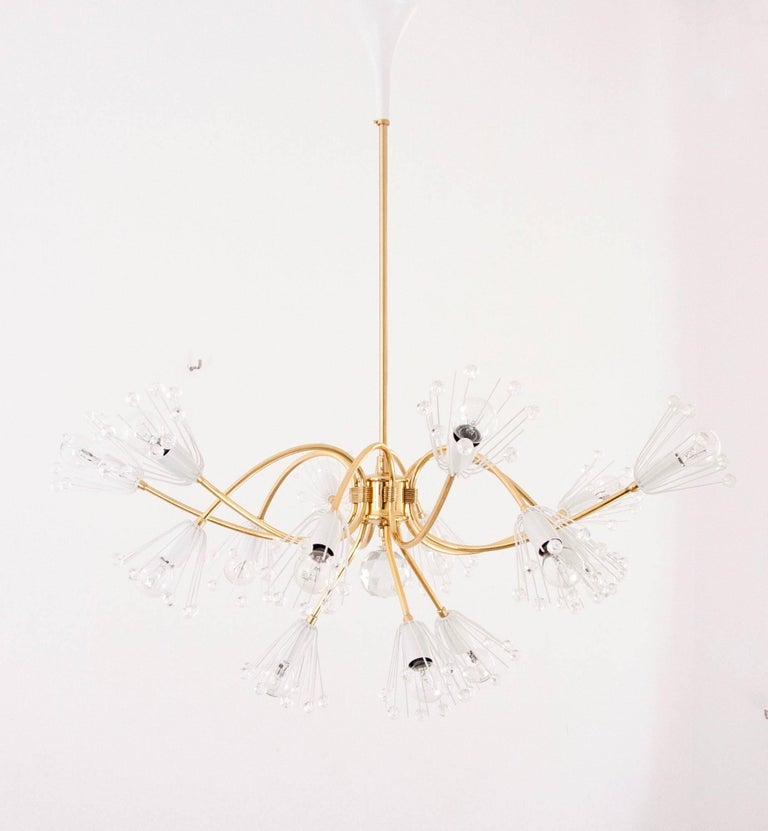 Large Emil Stejnar Brass and Crystals Chandelier, Nikoll, Austria, 1950s In Excellent Condition For Sale In Vienna, AT
