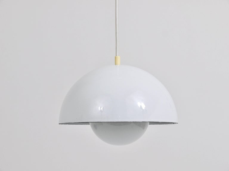 White Verner Panton Flowerpot Pendant Lamp, Louis Poulsen, Denmark, 1969 In Excellent Condition For Sale In Vienna, AT