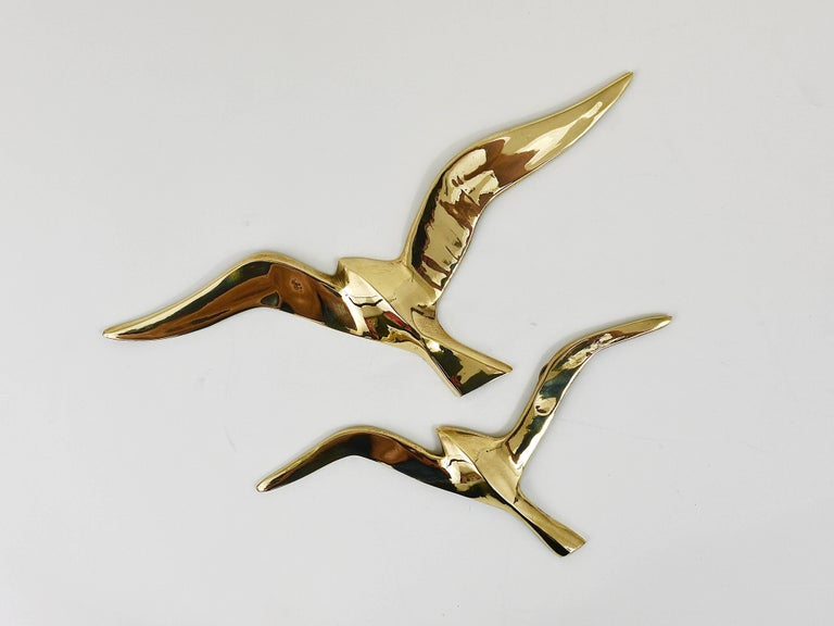A set of six lovely wall-mounted modernist birds / gulls. Handmade of brass in the 1950s in Austria. Gently polished, in excellent condition. Width of the birds: 12 to 8.5 in.