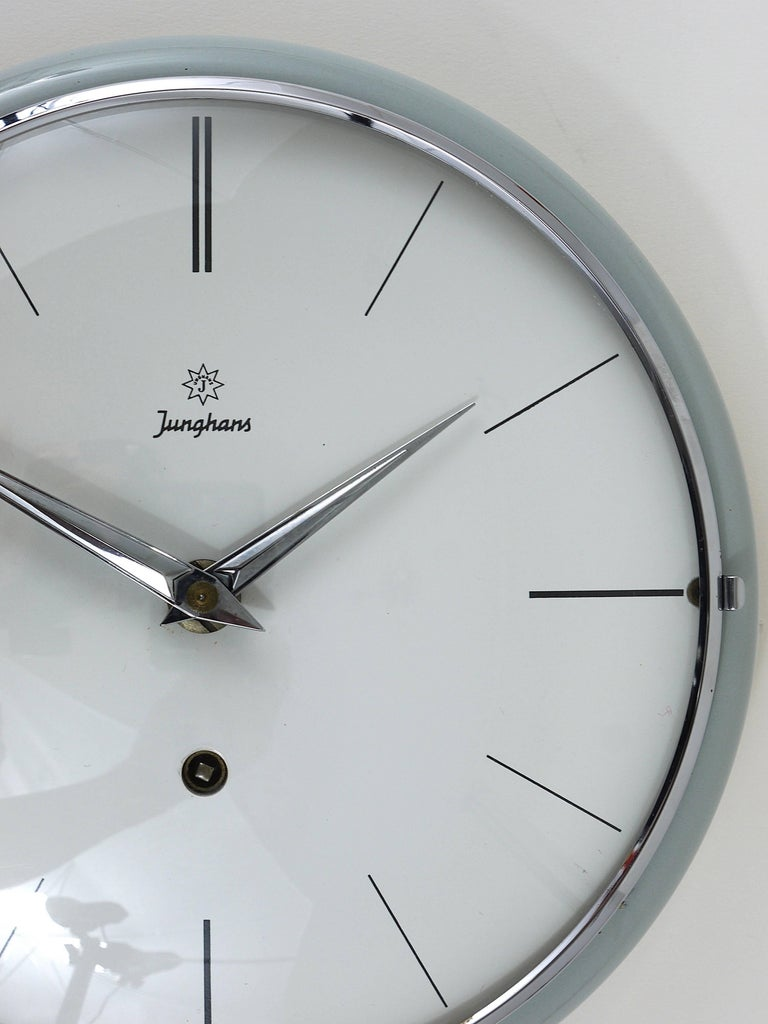A rare, round midcentury wall clock, attributed to Max Bill, executed by Junghans Germany in the 1950s. A beautiful wall clock, with a light-grey ceramic housing. Powered by a mechanical manual-winding 8-days movement. In excellent condition. We